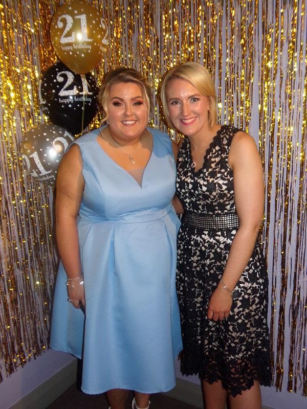 21st photo gold backdrop